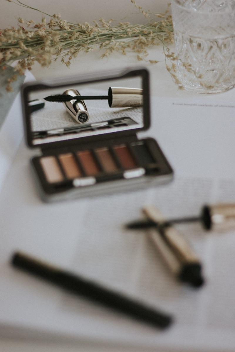 Minimalist Makeup Routine, Nude Eyeshadow Palette