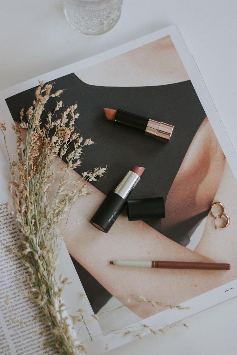 Minimalist Makeup Routine, Glo Skin Lipstick, Anastasia Beverly Hills Lipstick