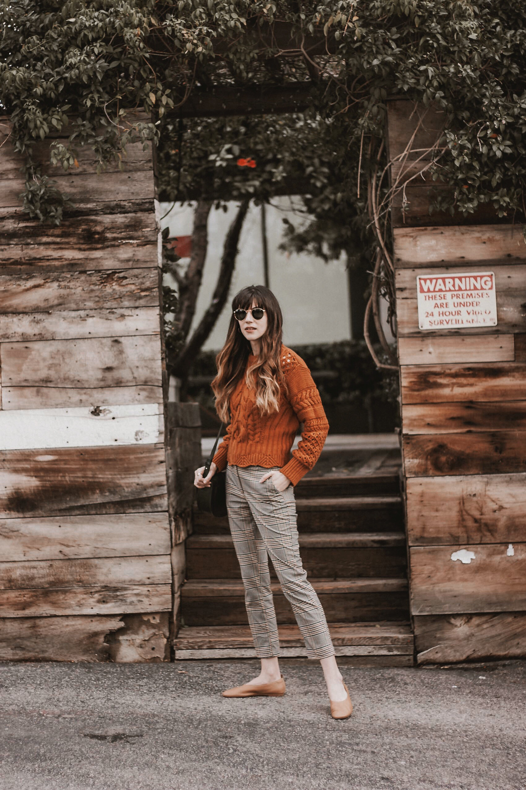 Los Angeles Style Blogger wearing & Other Stories Cropped Cable Knit Sweater, H&M pants, Everlane shoes