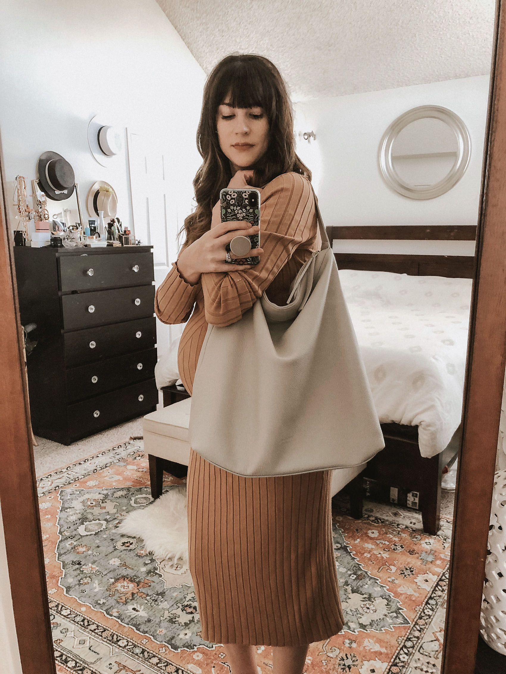 Fashion Blogger wearing the Everlane Boss Bag with Sweater Dress