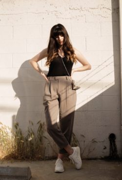 Los Angeles Fashion Blogger wearing Everlane Pleated Pants