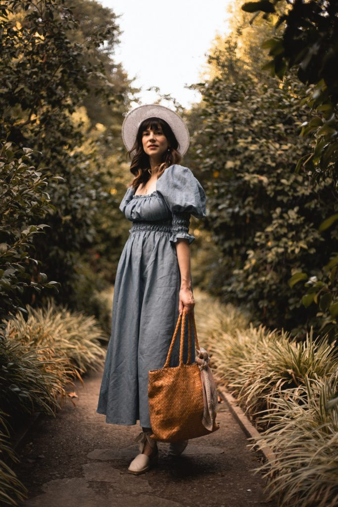 Blogger wearing Damaris Bailey Linen Dress, Milaner Bag at Huntington Gardens