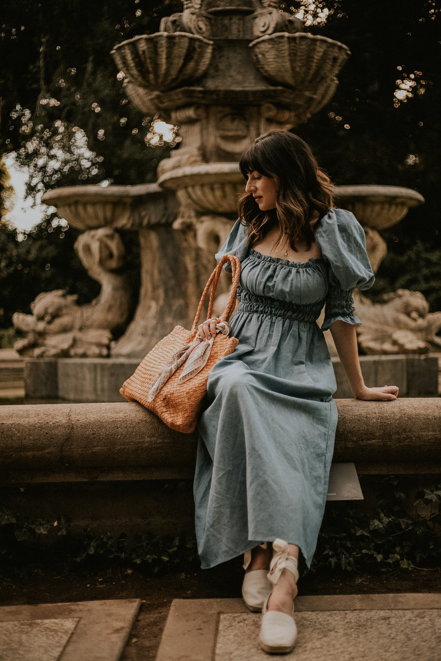 Fashion Blogger at European Fountain at Huntington Gardens with Milaner Bag and Linen Dress