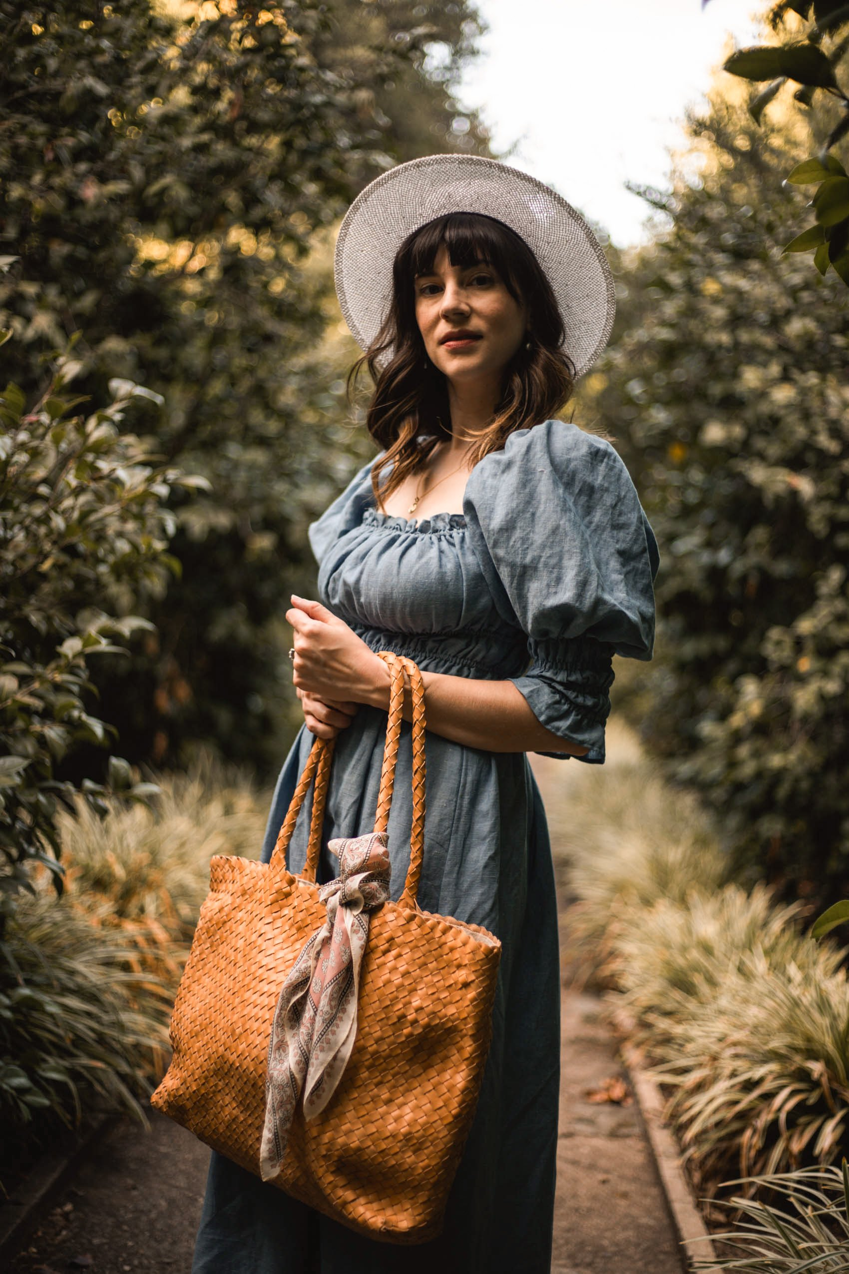 Jeans and a Teacup blogger wearing Puff Sleeve Linen Dress and Milaner Elena Tote Bag at Huntington Gardens