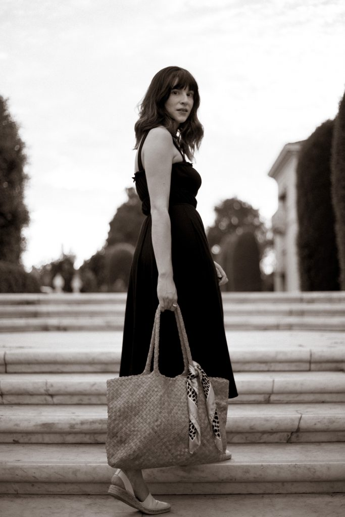 Black and White Photo of Fashion Blogger at the Huntington Library