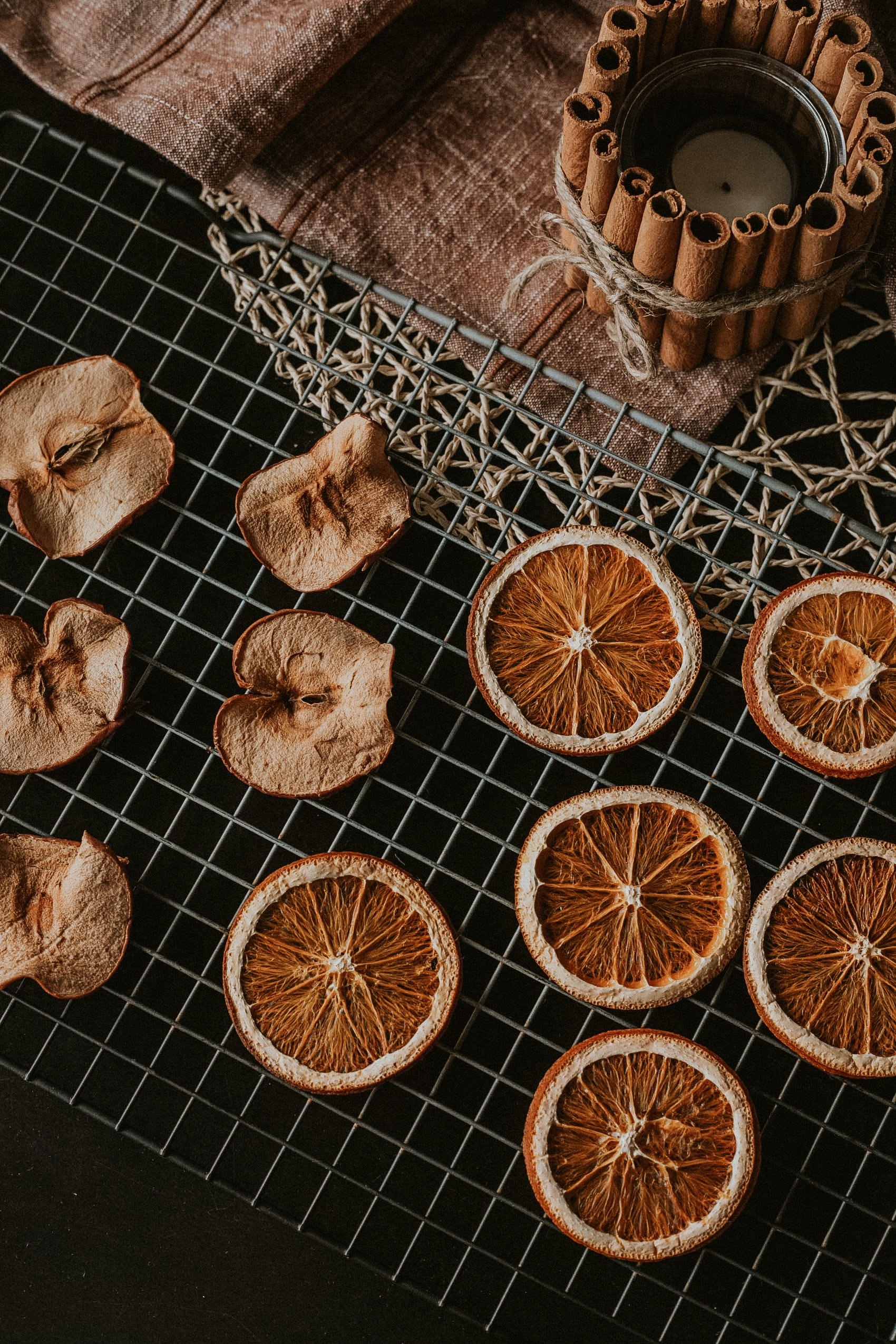 Dried apple and orange slices for holiday DIY, Dried Potpourri