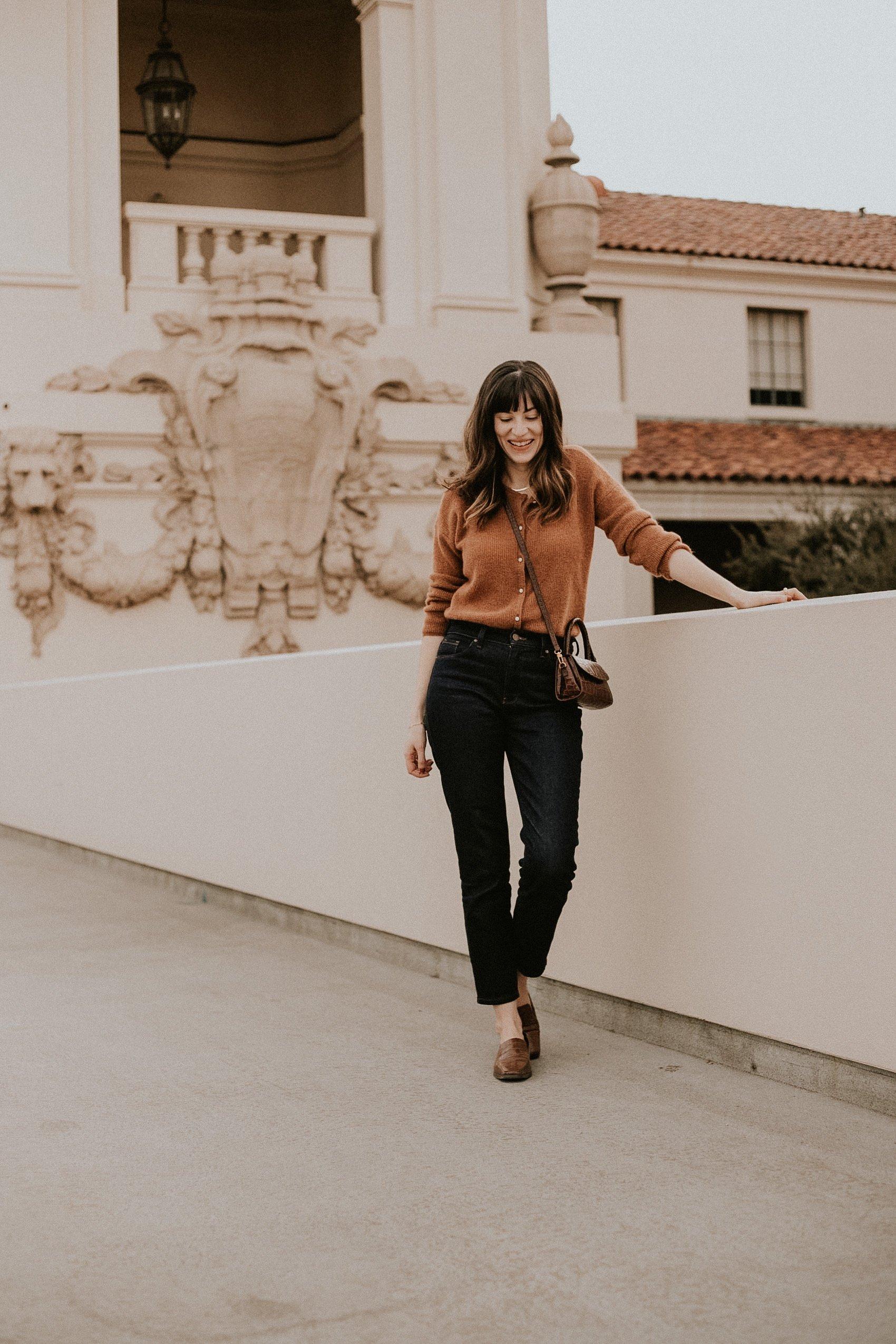 Mott + Bow Denim Review, Los Angeles Blogger wearing dark wash denim, brown cardigan sweater.