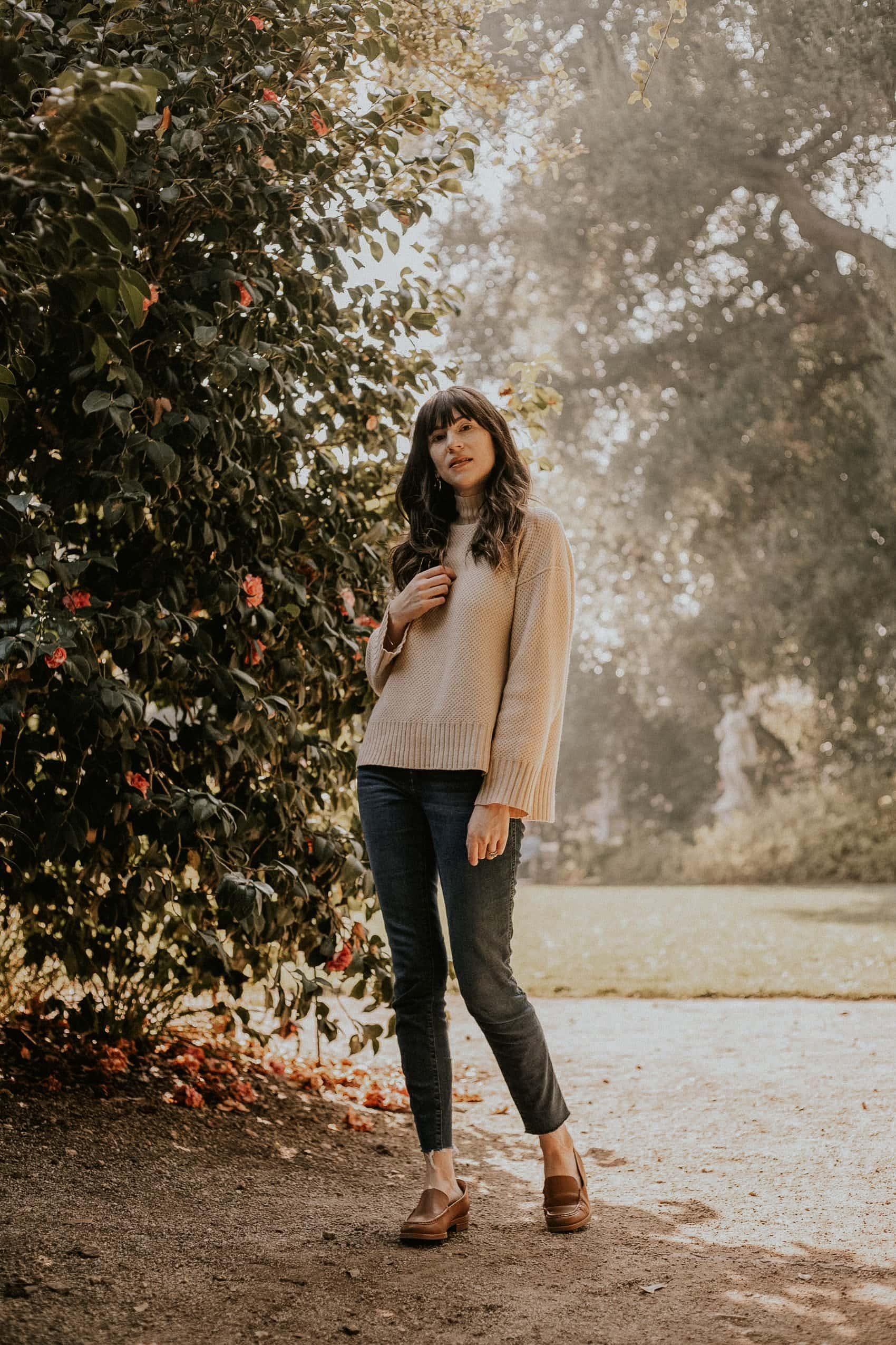 Everlane Cashmere Sweater, Everlane Denim, Everlane New Modern Loafer outfit on fashion blogger at Huntington Gardens
