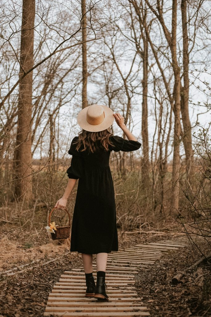 Janessa Leone Agnes Hat with Rachel Pally Linen Doreen Dress and Nisolo Boots