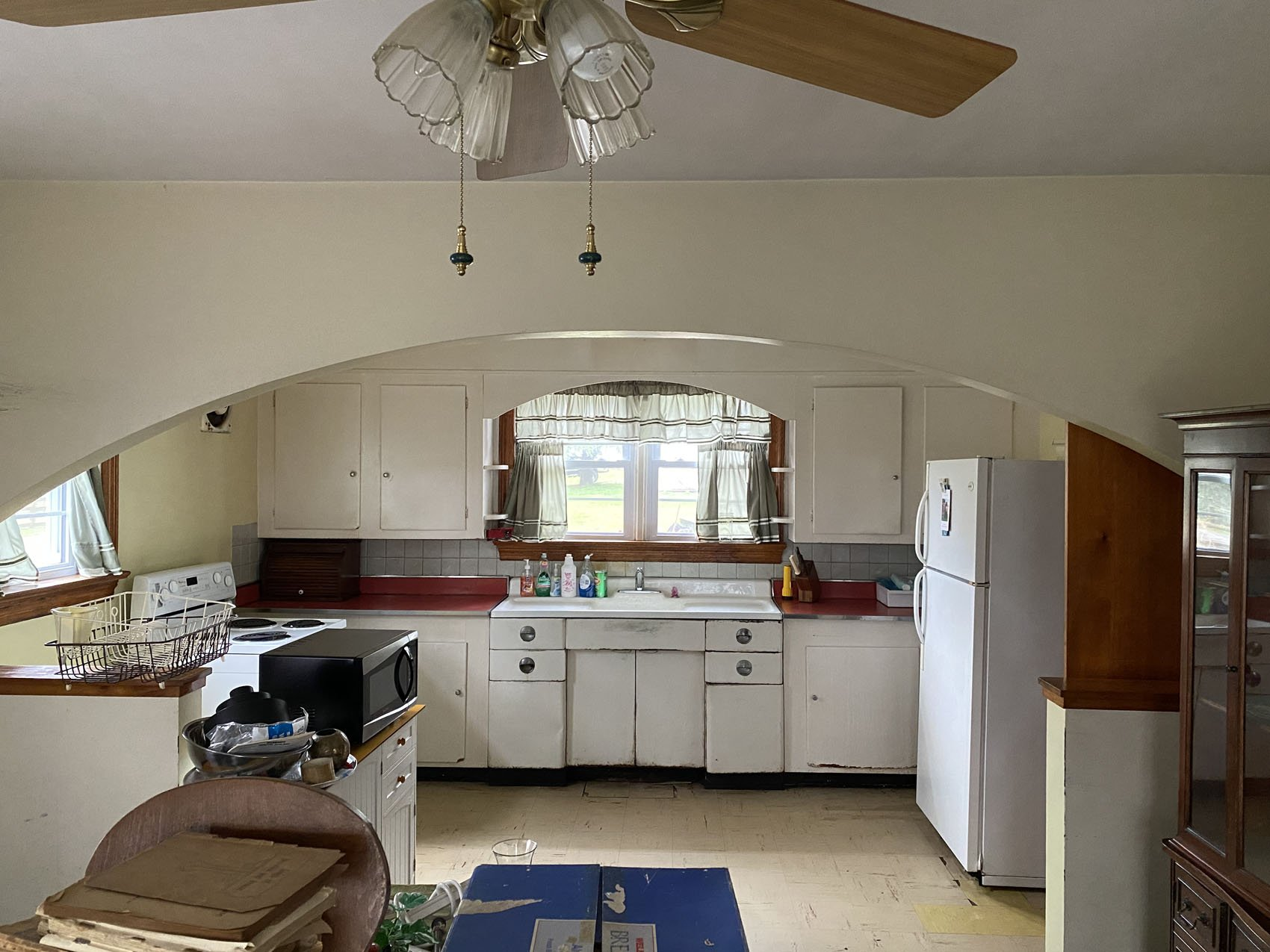 Before photos of 1960s outdated kitchen