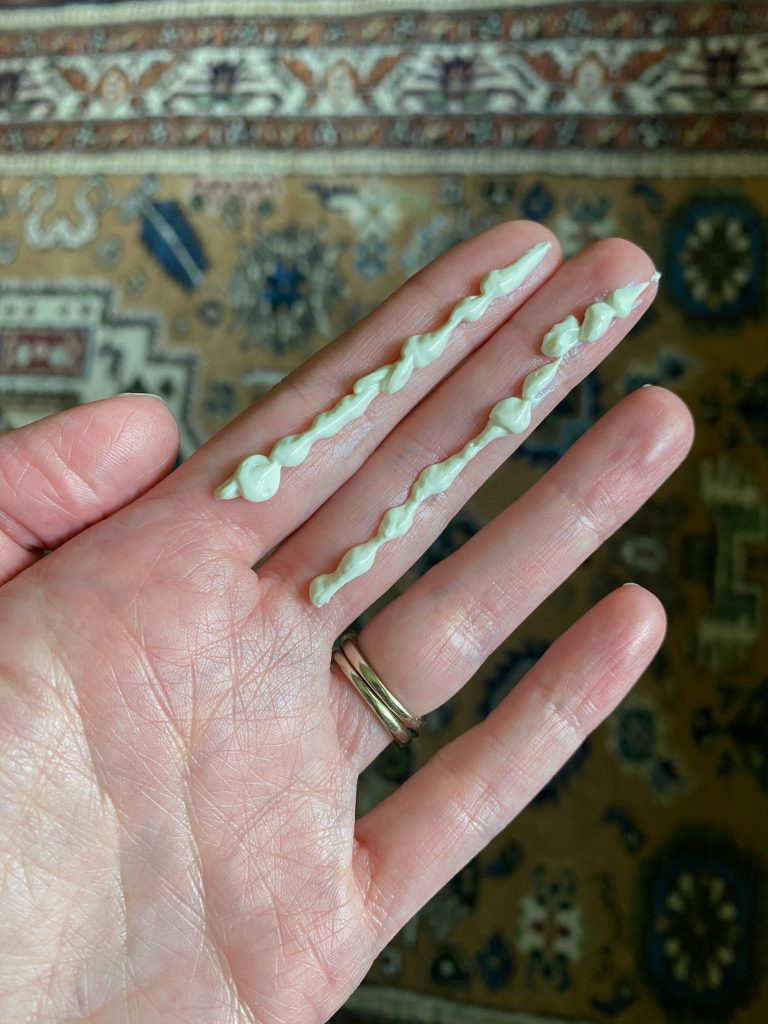 How Much Sunscreen to Apply to Face - Two fingers worth