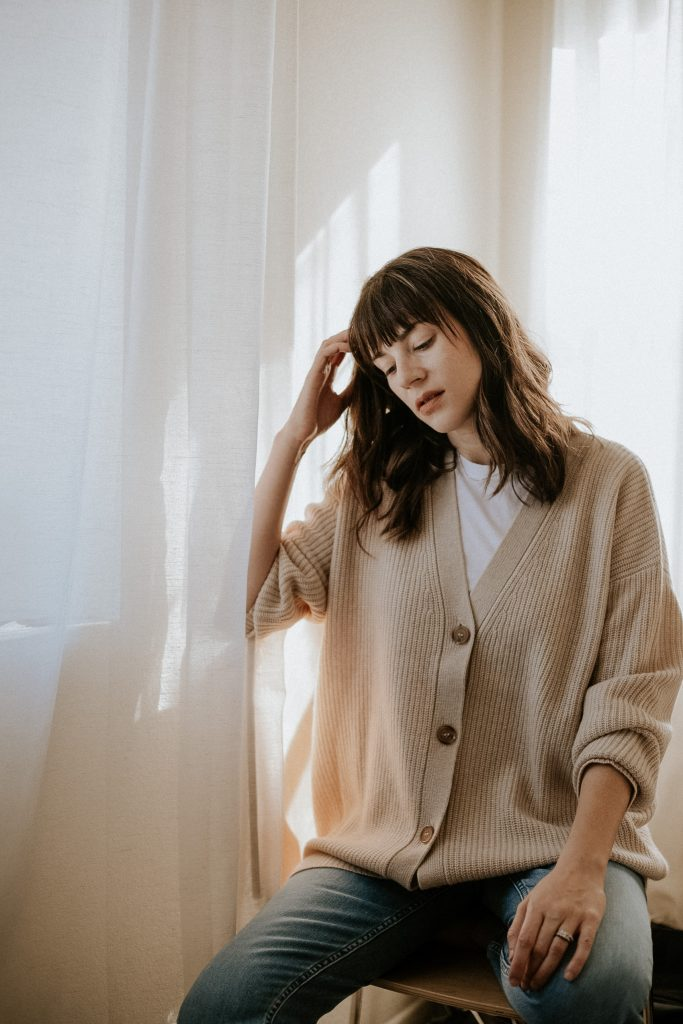 Oversized Cashmere Cardigan with V neck and dark buttons in an oatmeal shade